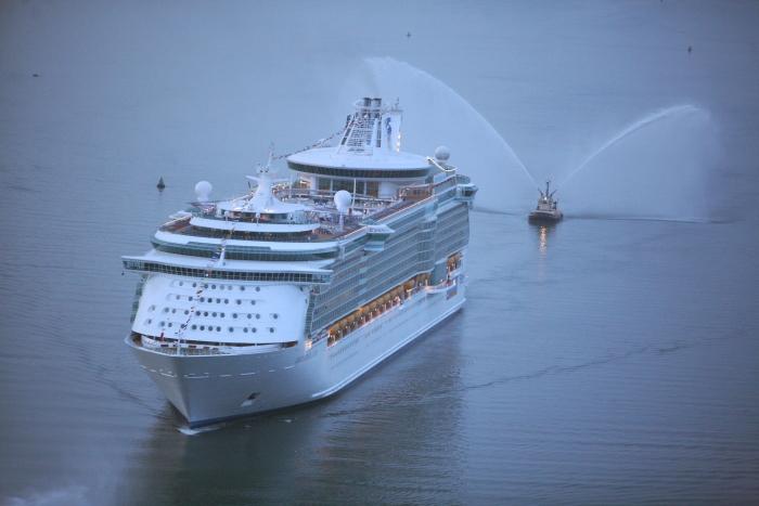 cruiseship_1513517060767.jpg