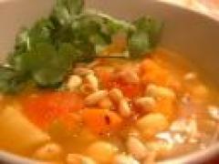 Linzen-kikkererwtensoep met saffraan en rozijn