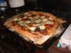 Pizza a la palma della mano bruciata met bevroren erwtensoep