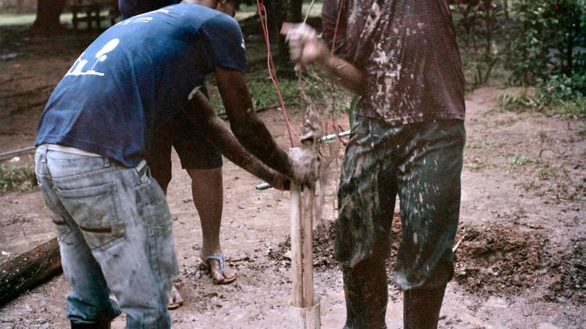 Ron and other trainees, Wesley and Lucy, build a rope well in Nicaragua.