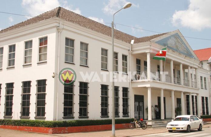 De West: 'Not USD 100 million but USD 250 million disappeared at CBvS'