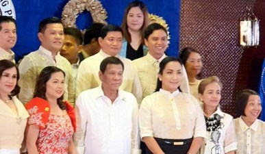 Philippines president appoints transgender woman to government