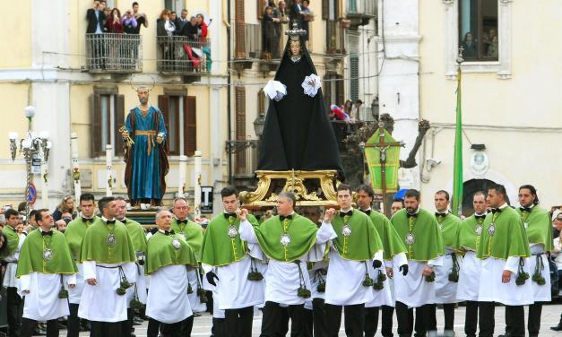 La Madonna che Scappa mantiene la tradizione di Sulmona nel giorno di Pasqua