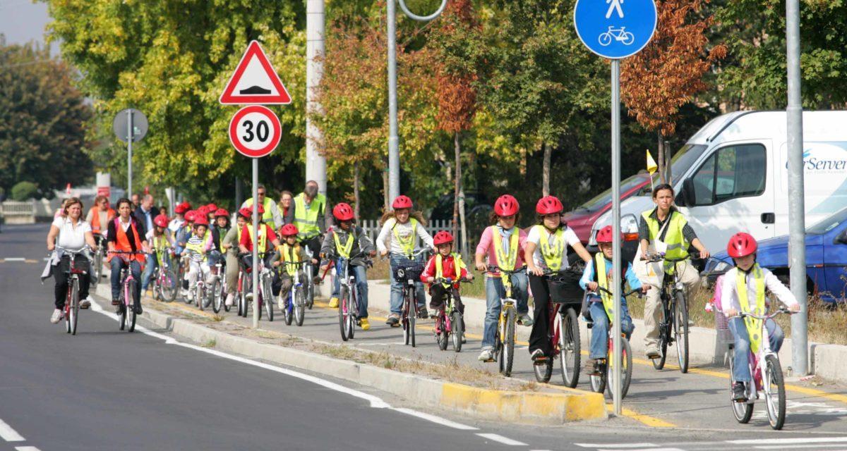 """Raccolta delle """"miglia verdi"""" e BiciBus : come insegnare ai bambini a rispettare l'ambiente"""