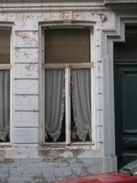 Sint-Katelijnestraat 26 - detail: origineel schrijnwerk uit 1775 is nog aanwezig. Foto: Dirk Boncquet, juni 2003.