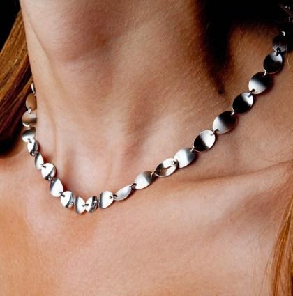 Witgouden collier met diamant in de sluiting