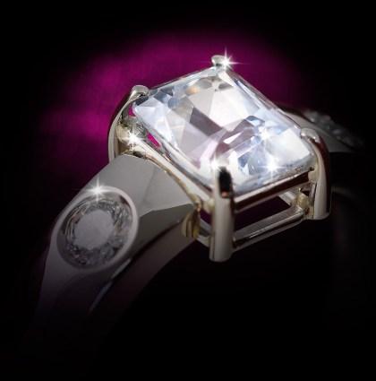 Witgouden ring met witte saffier en diamant
