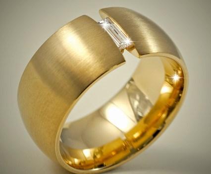 Geelgouden ring met baguette geslepen diamant