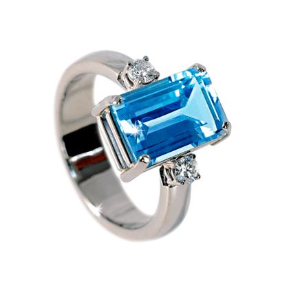 Witgouden ring met topaas en diamant