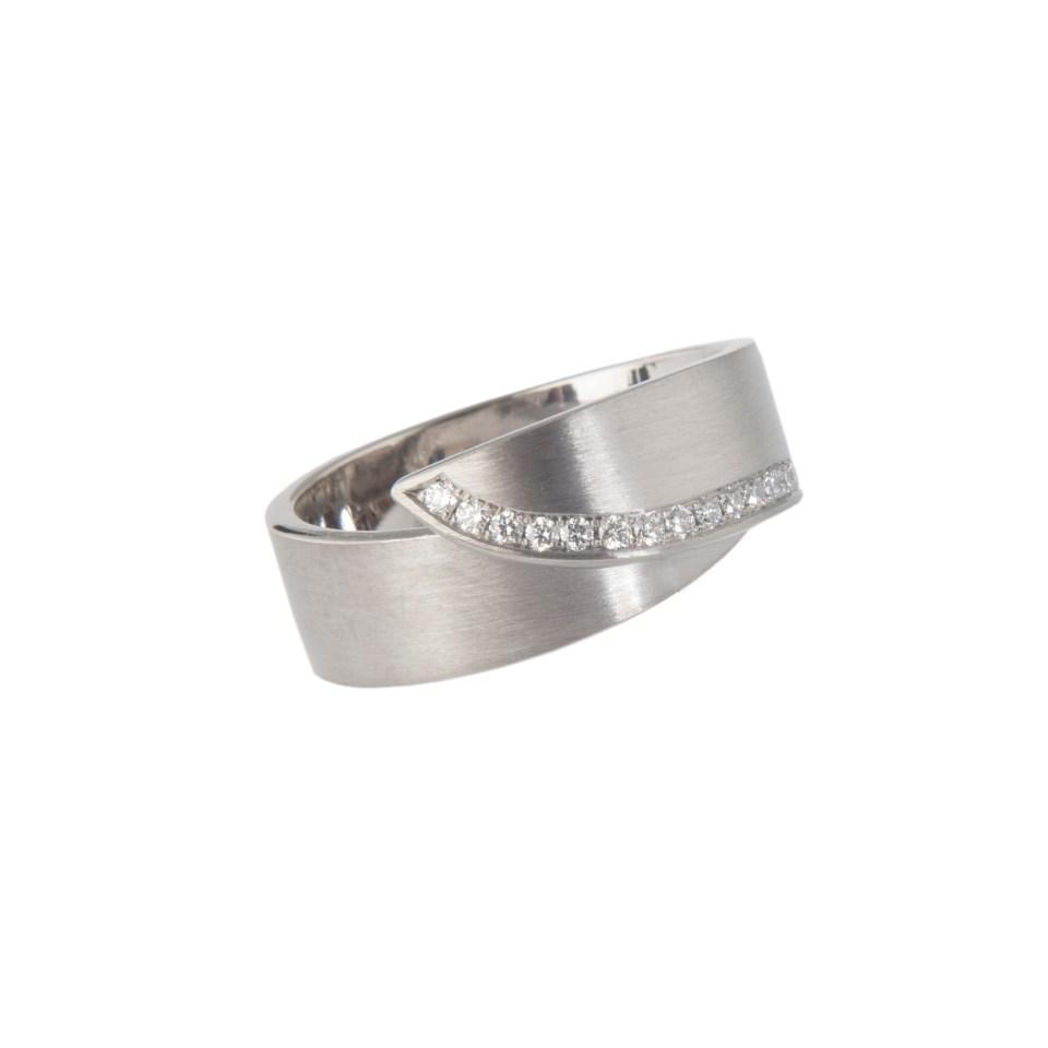 handgemaakte witgouden ring