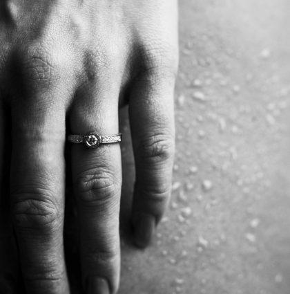 Tijdloos mooi: deze witgouden ring met diamant