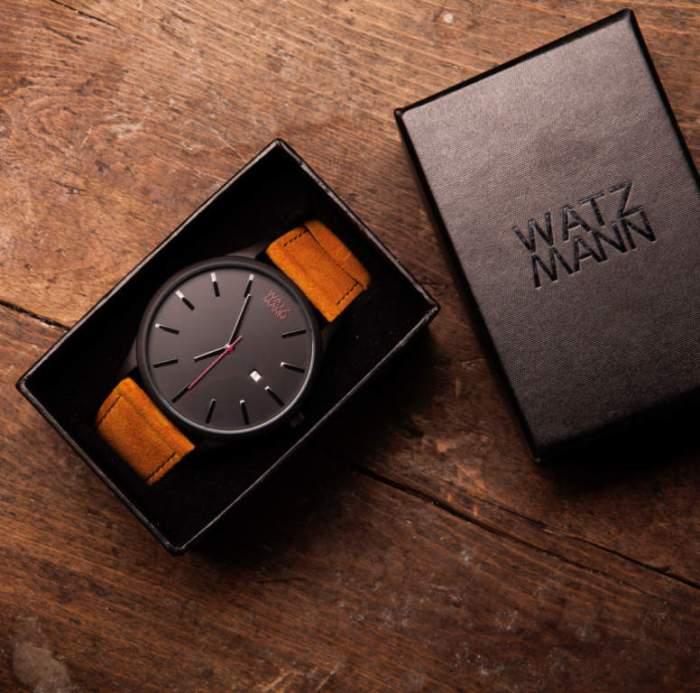 Schwarze WATZMANN Uhr in Originalverpackung