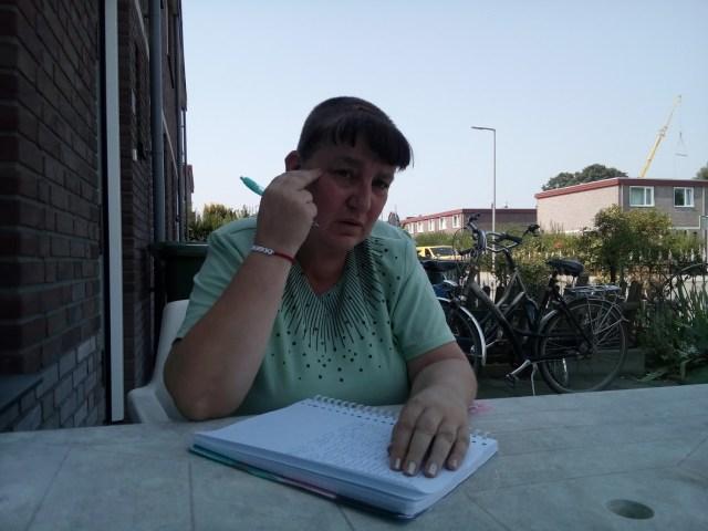 Mirande aan het schrijven