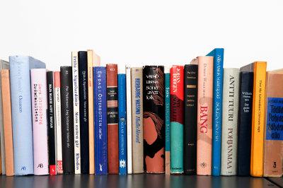 Choosing a book with a pendulum