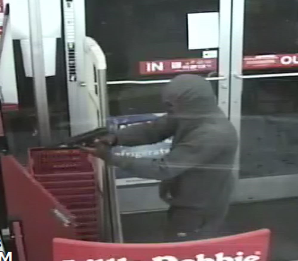 Norfolk Armed Robbery Suspect_1527685497630.jpg