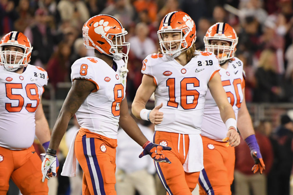 Lawrence And Clemson Rout Alabama 44 16 To Win National