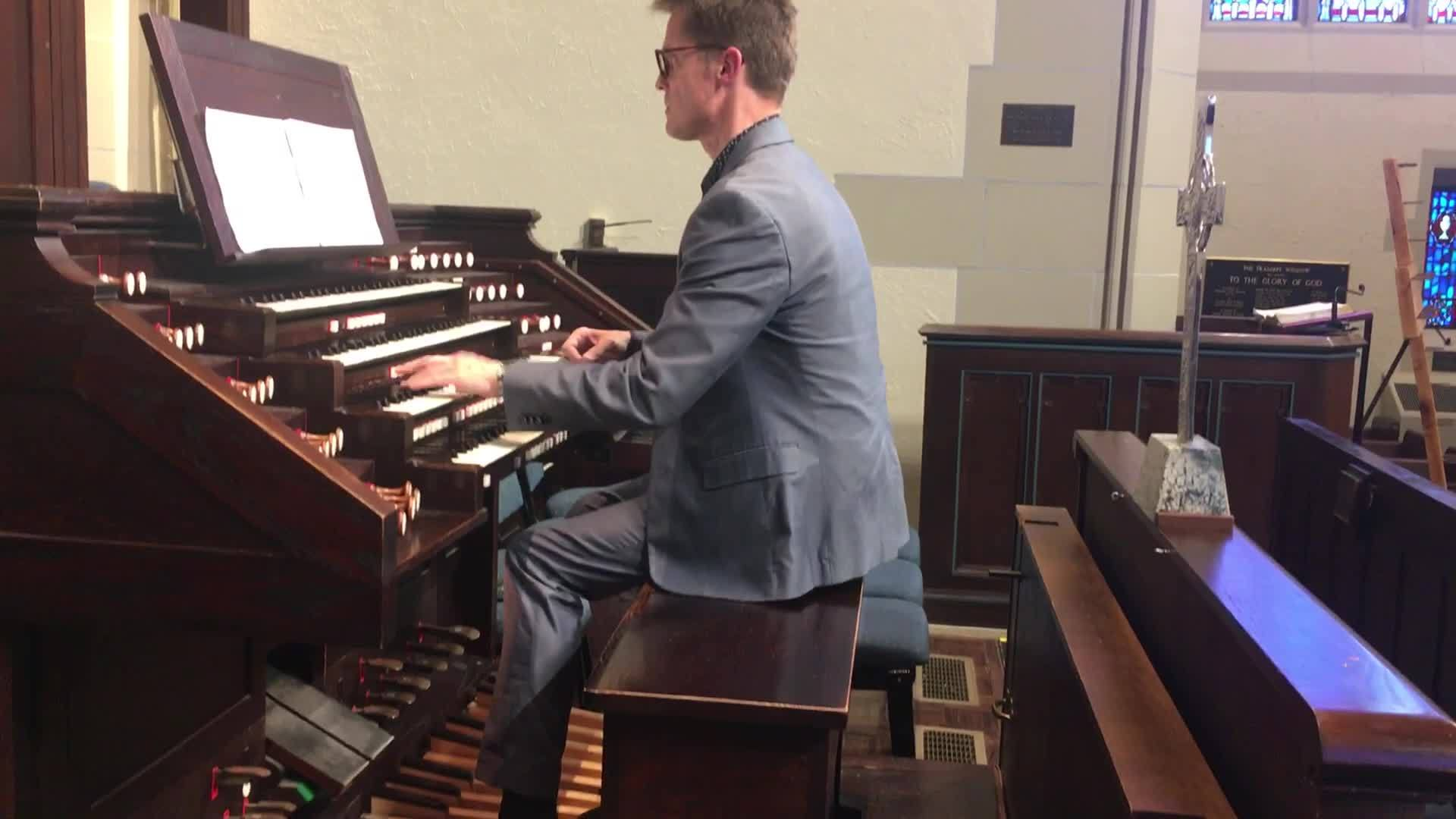 Local_concert_organist_played_in_Notre_D_2_20190417194354
