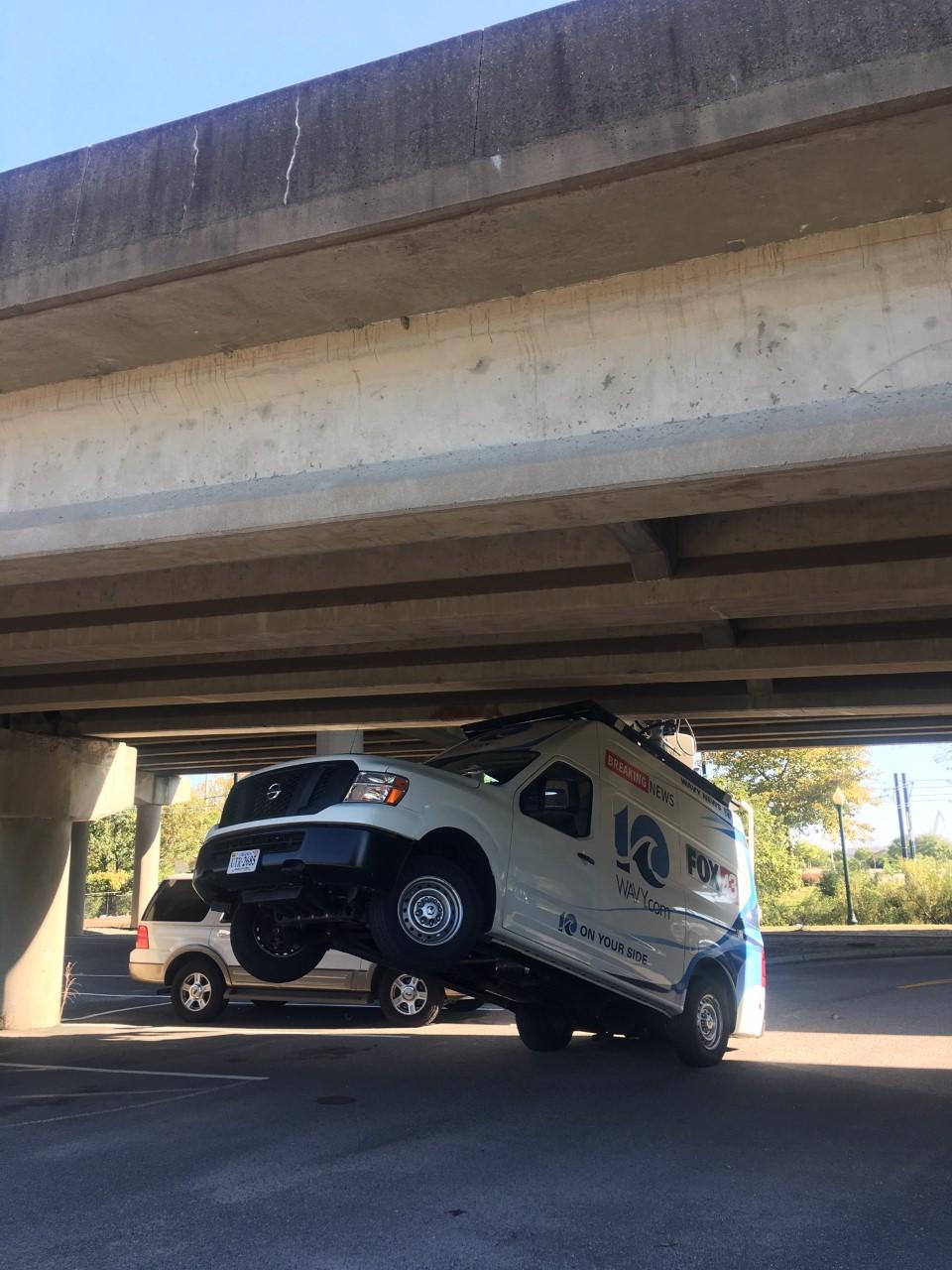 Wavy News Live Truck Gets Stuck Under I 264 Overpass Wavycom