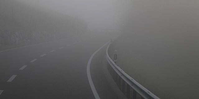 Vorurteile gegen Elektromobilität - Die Reichweite, Bild Strasse im Nebel