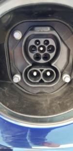 CCS Ladebuchse am Fahrzeug