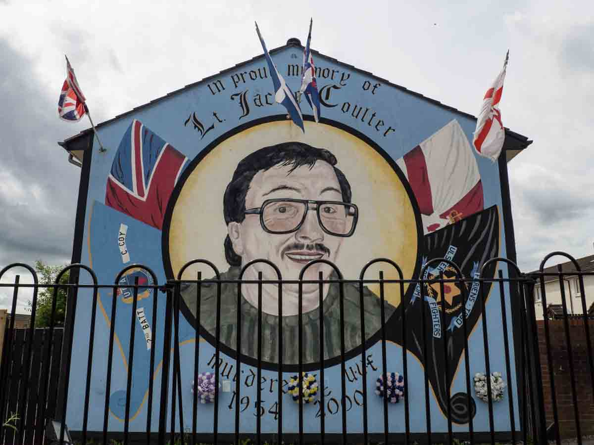 War and remembrance of the troubles with the belfast murals for Murals belfast