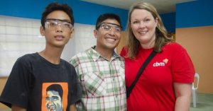 Mum Mariska smiles standing next to Father and his son after receiving his sight