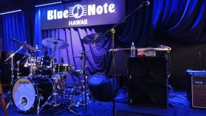 André  Berry & stage set, at the Blue Note Hawaii with David Sanborn using the WJ house rig (2 x WJ 2×10 Powered Bass Cabinets).  André  travels with the new WJBP11 pre amp.