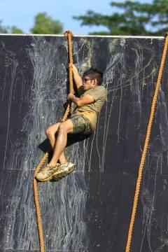 Logen Lanka at Lion Dash 2014 - Rope Obstacle