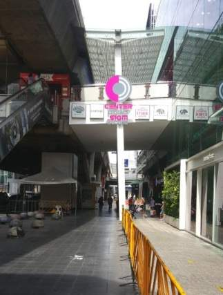 Siam BTS - Escalator to exit at to get to Boxing King