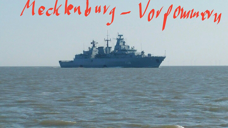 """Alt img Die Fregatte """"Mecklenburg Vorpommern"""" im Jade- Fahrwasser"""