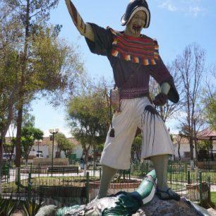 La célèbre statue de Tarabuco (Bolivie), assez violente ! Oui, le personnage est en train de manger le coeur d'un espagnol...