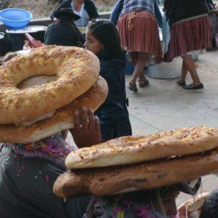 Surprenante tradition, lors du Carnaval de Morado Kasa (Bolivie).