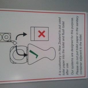 Aux toilettes...