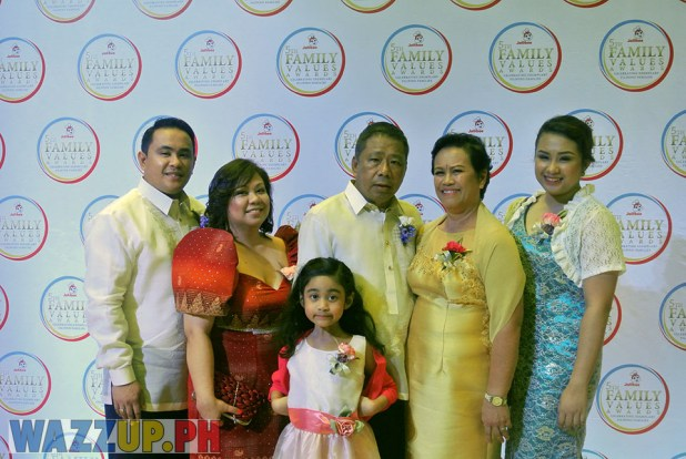 Jolibee 5th Family Values Award Philippines Joseph Tanbuntiong President Blog Blogger Duane Bacon Tiosan Blind Socio Social Responsibility Entrepreuner