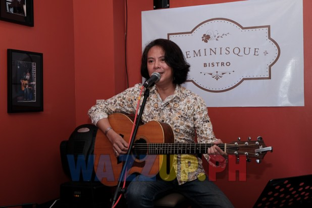 Pido entertains the crowd with 70's 80's acoustic songs Reminisque Bistro Restaurant Bar Review-8144