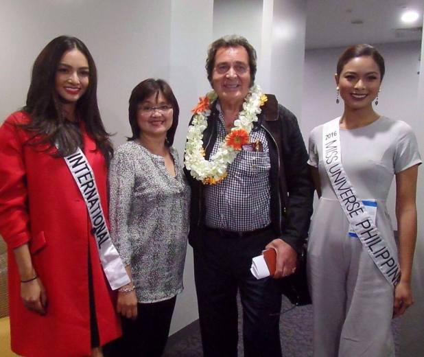 Engelbert Humperdinck arrives in Manila