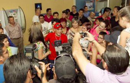 Juan Francisco ''Gallo'' Estrada fue recibido como héroe