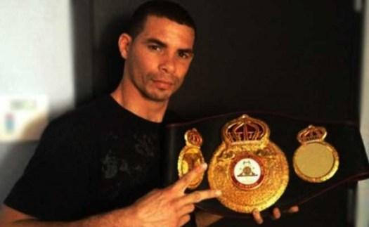 Lesionado campeón ligero Richard Abril