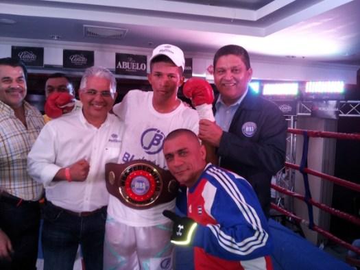 Huertas stays undefeated