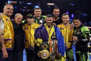 Lomachenko handles Crolla easily to retain his WBA title