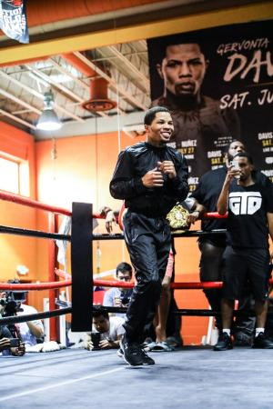 Gervonta-Santa Cruz for the WBA Super Featherweight and Lightweight titles