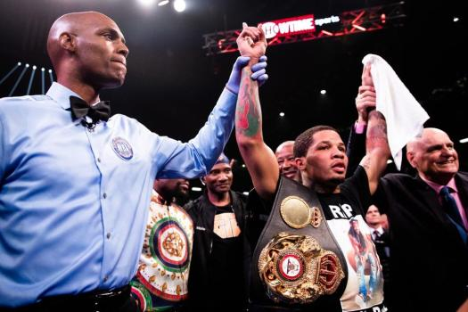 Davis's knockout power is too much for Nunez