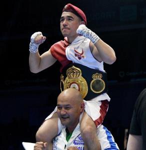 Dusmatov demolió a Mizoka y ganó la faja AMB-Internacional