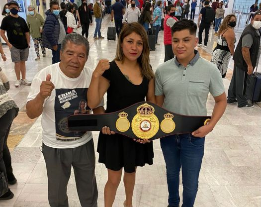 """Dinamita"" Cruz received her WBA belt with joy and pride"