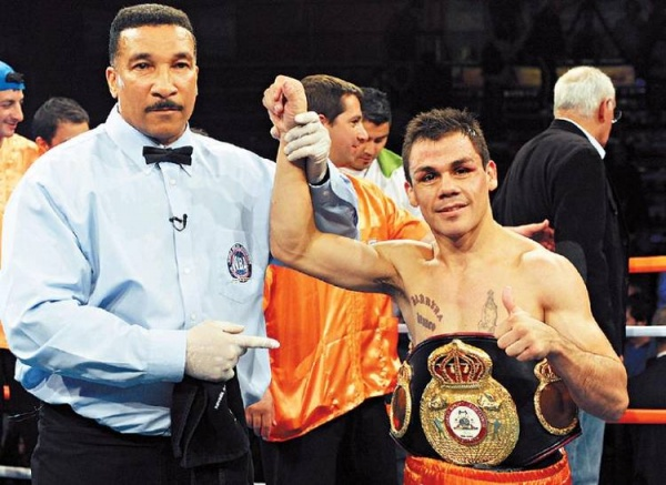 Reveco retains WBA belt with 2nd round KO