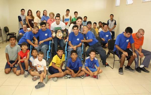 Tornado Sánchez con niños del CAFV