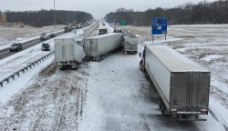 http://www.wbbjtv.com/2017/01/06/3-truck-crash-shuts-part-westbound-40-near-exit-83/