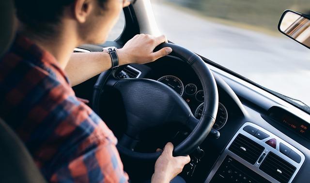 driving-2934477_640_516558