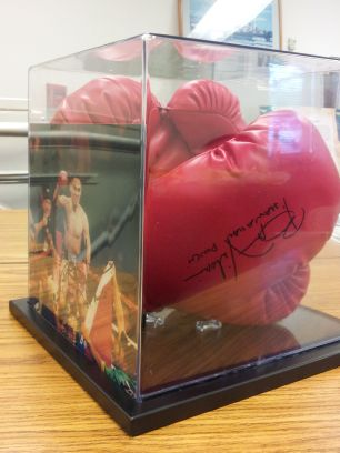 "Brian ""The Hawaiian Punch"" Vilora Boxing Gloves/Photo"