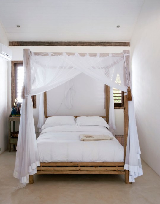 Canopy Bed Beachy